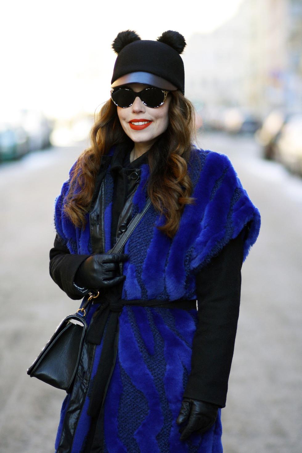 071918c3a539 Min nya blååååååa väst från Rodebjer. Har en vinterkappa under på bilden,  men i varmare väder kan man ju bara ha typ en tunn tröja eller likn.